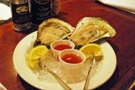 Ostras gigantes en el bar de ostras de Grand Central Terminal / Extra-large oysters at the Grand Central Terminal's Oyster Bar